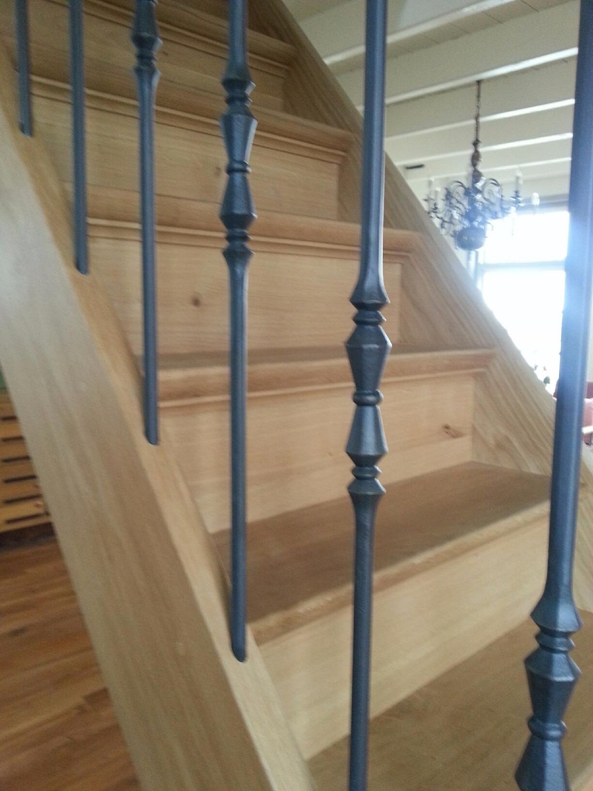 Soorten houten trappen trap in beeld eiken trap met for Bordestrap hout