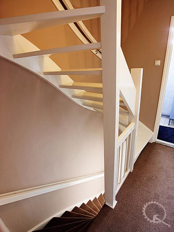 Onze trappenfabriek onze meest verkochte houten trap for Houten vaste trap