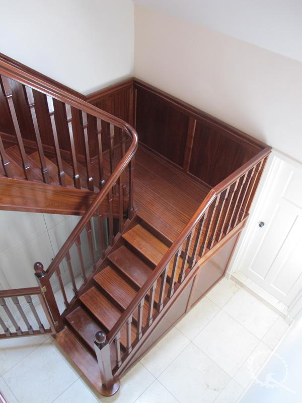 Soorten houten trappen trap in beeld mahonie houten for Bordestrap hout