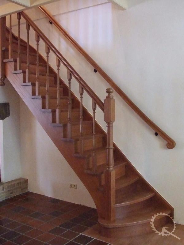 Mahonie dichte bovenkwart trap aan de binnenzijde