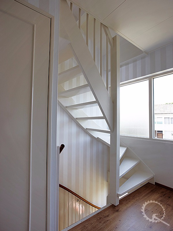 Soorten houten trappen type trappen vuren open kwart for Vlizotrap plaatsen