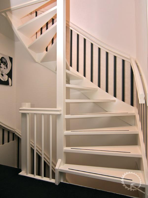 Onze trappenfabriek houten trappen trappenspecialist for Vaste trap laten plaatsen