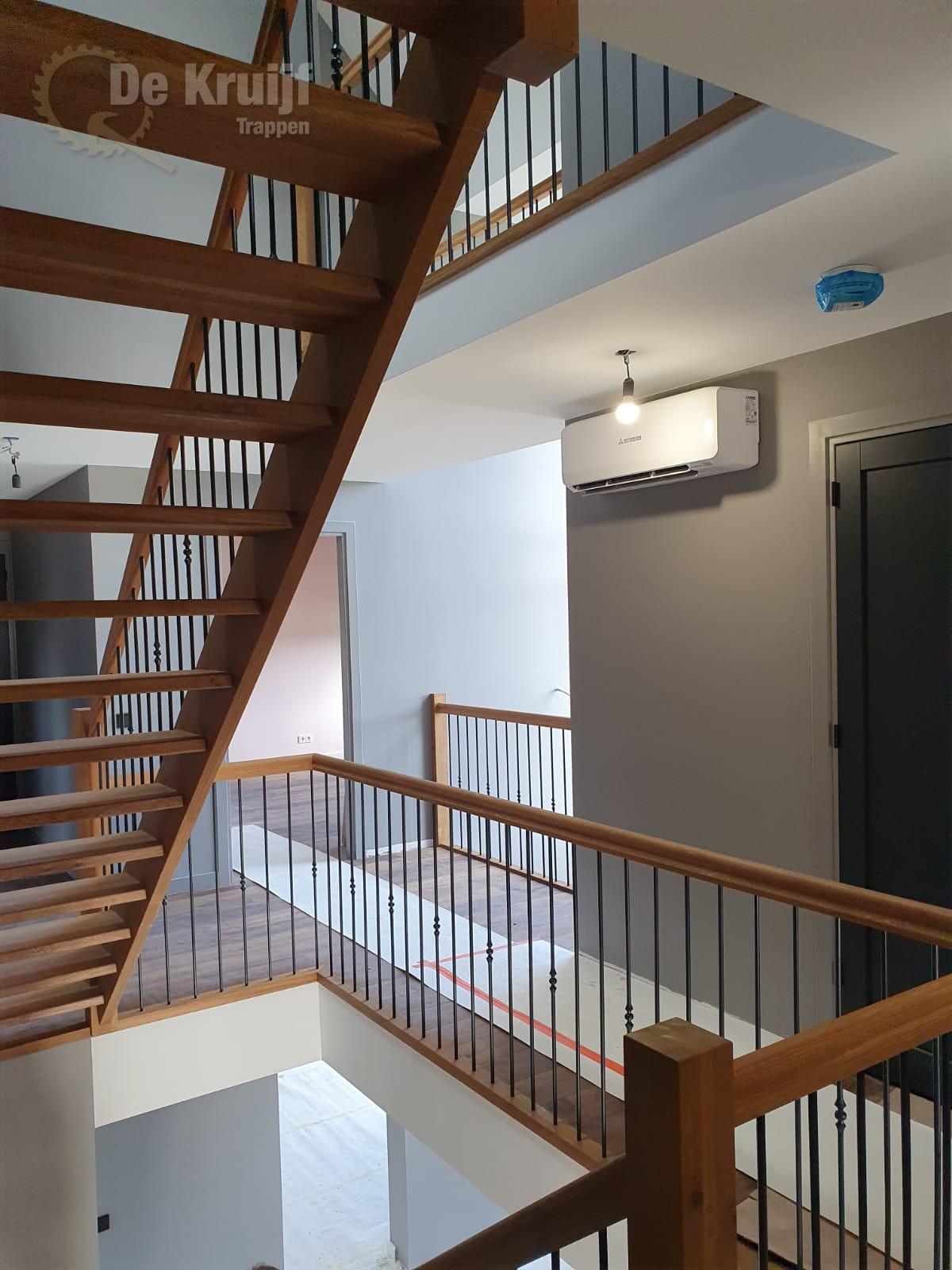 Bordestrappen in trappenhuis - Foto 3