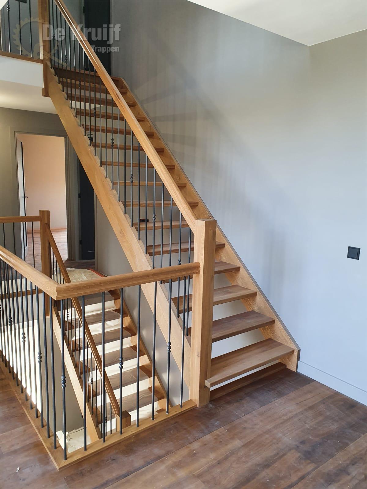 Bordestrappen in trappenhuis - Foto 2