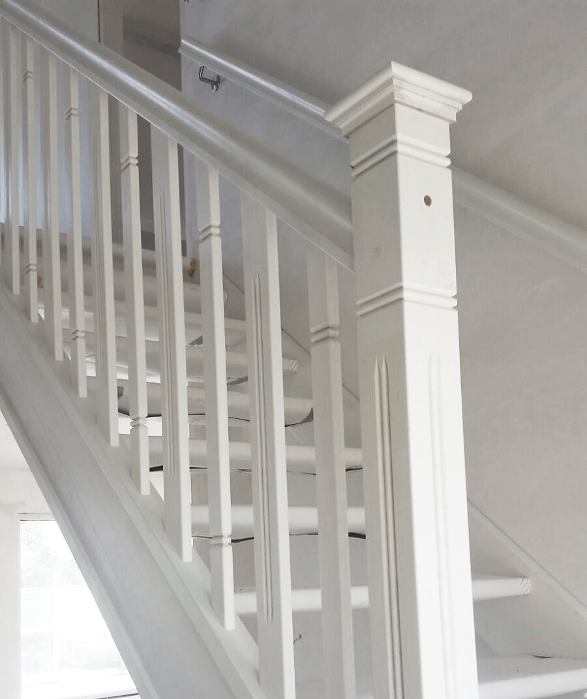 Onze trappenfabriek houten trappen trappenspecialist for Trap hout wit