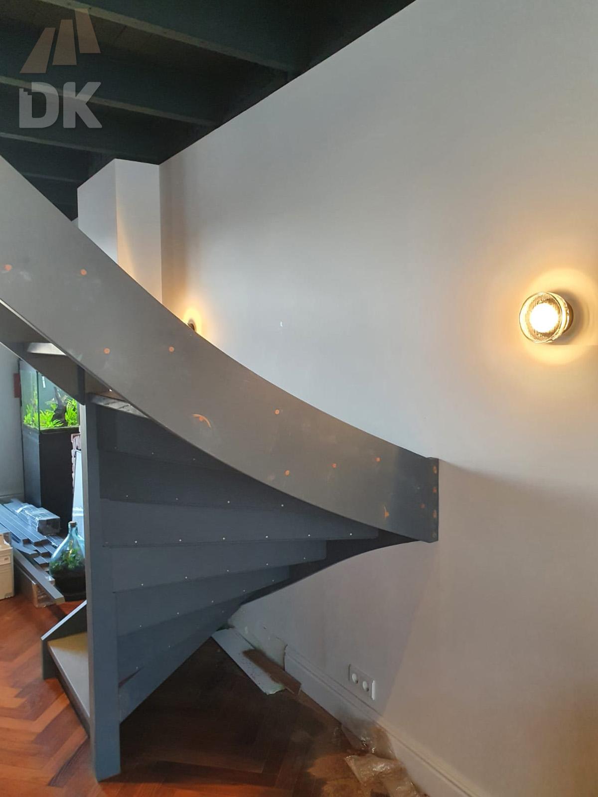 Half open, half gesloten mahonie trap - Foto 2
