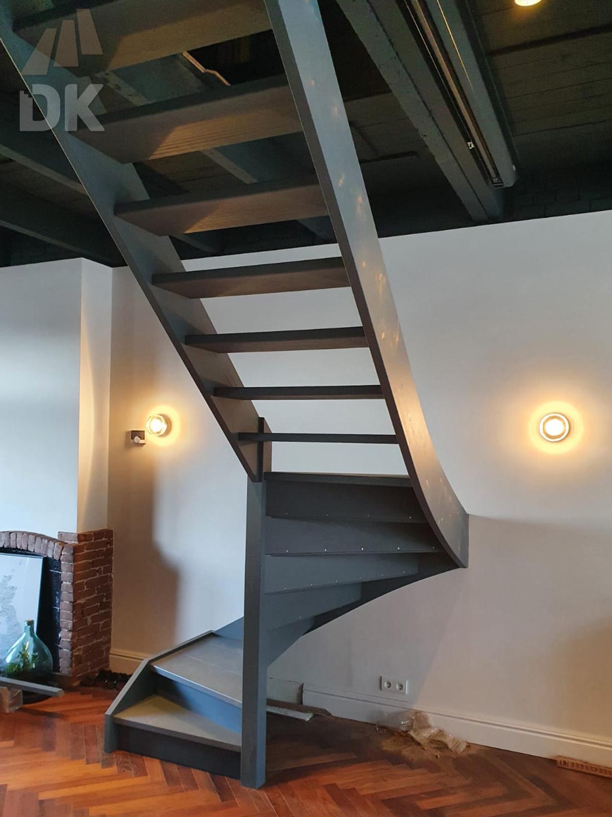 Half open, half gesloten mahonie trap - Foto 3