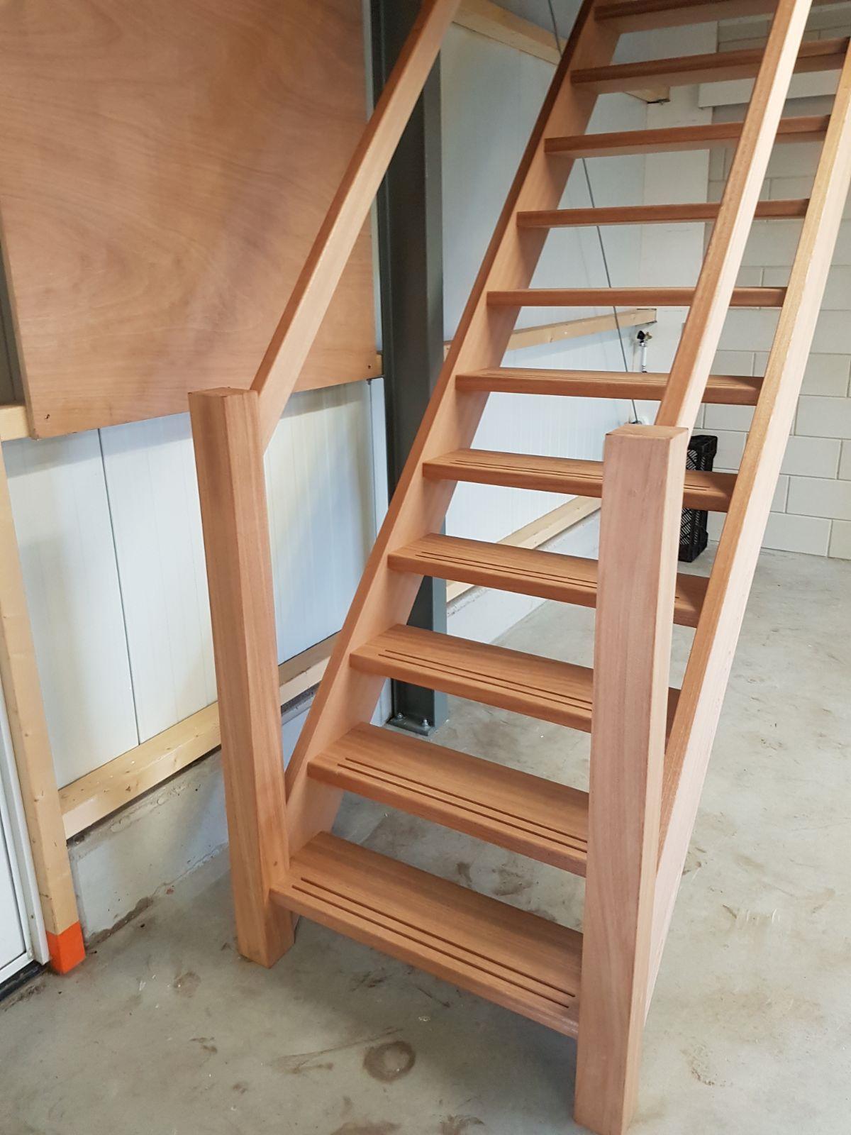Soorten houten trappen modellen mahonie steektrap for Steektrap hout