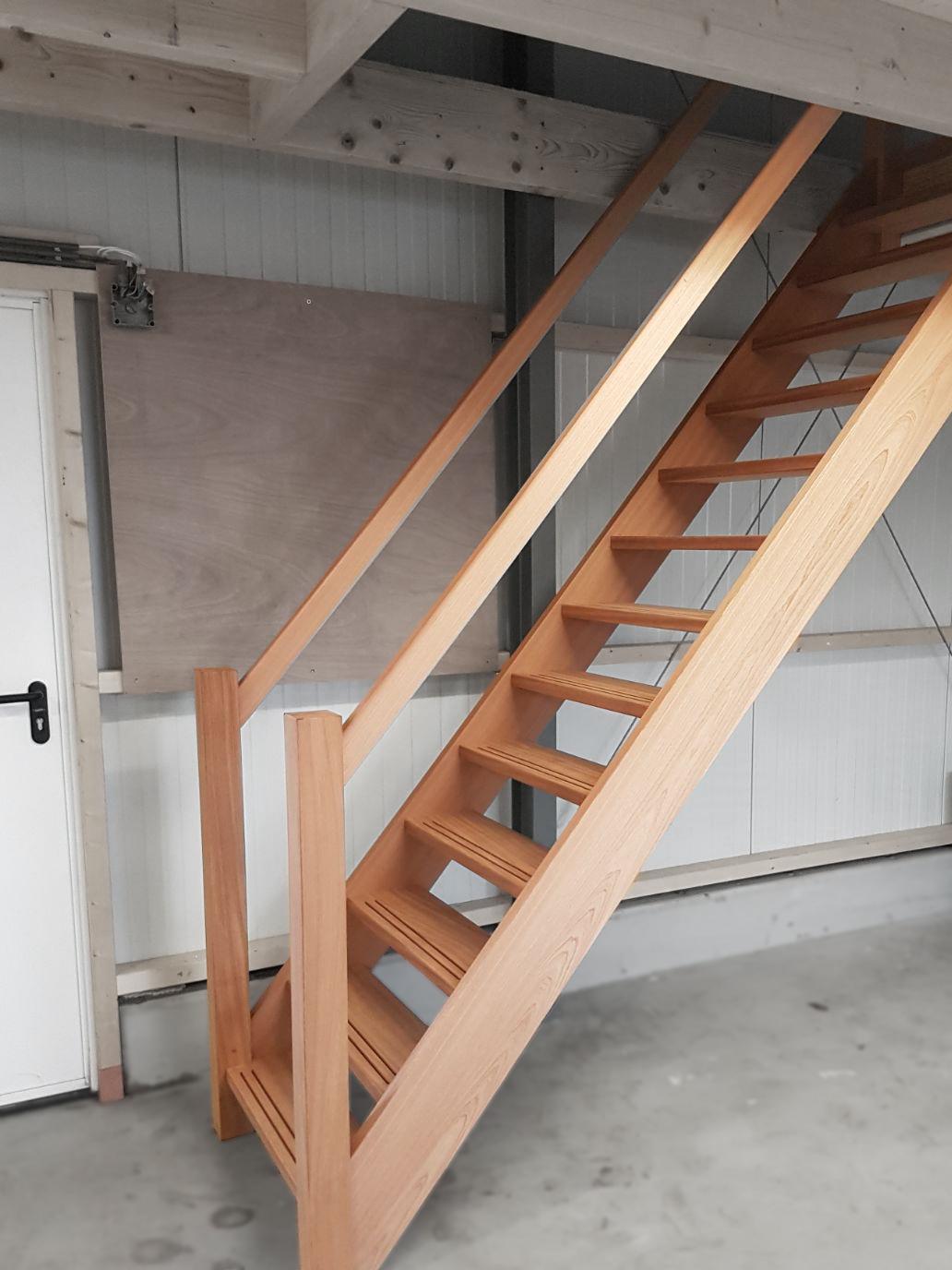 Soorten houten trappen type trappen mahonie steektrap for Steektrap hout