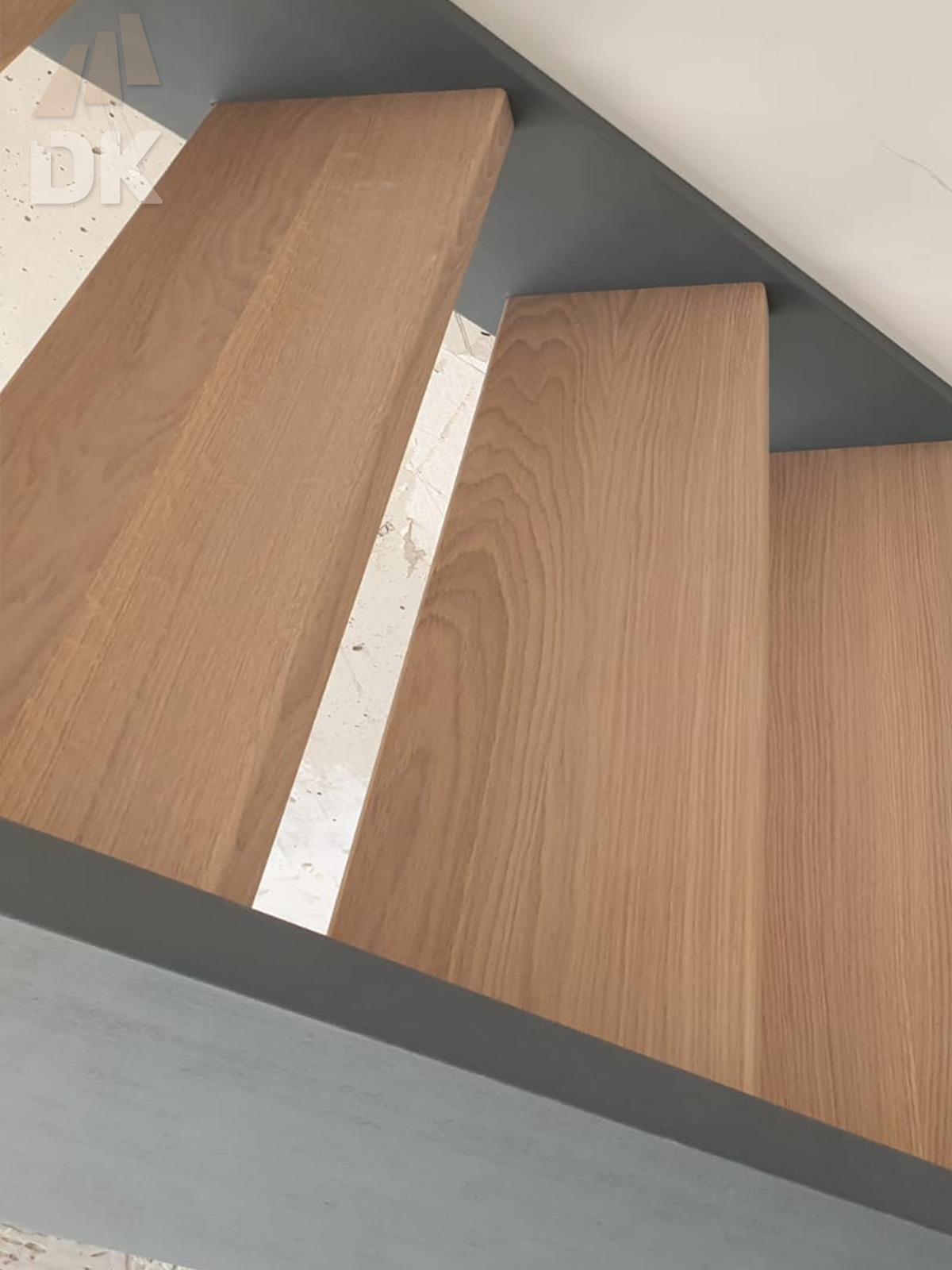 Open hardhouten trap met bovenkwart - Foto 2
