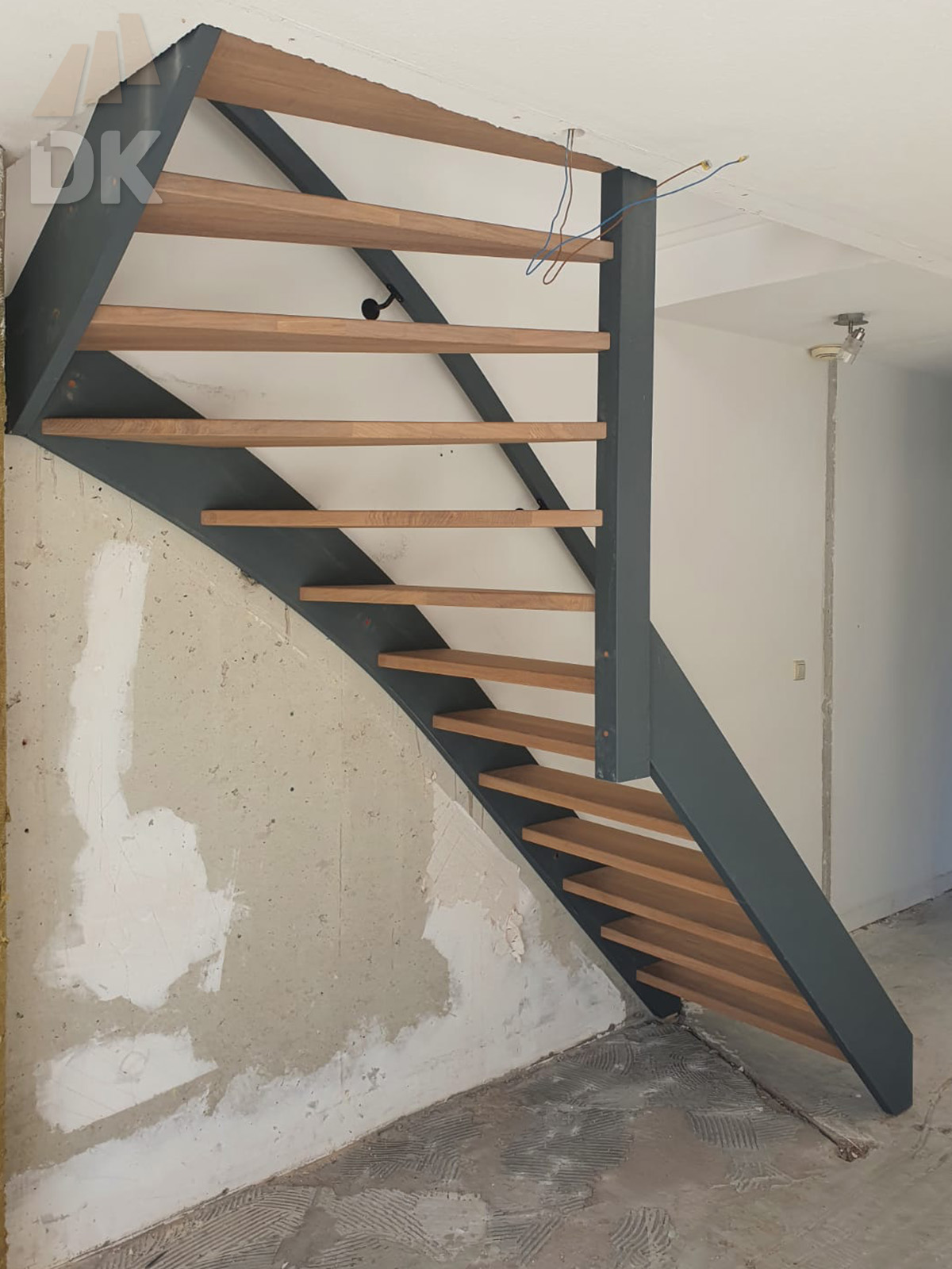 Open hardhouten trap met bovenkwart - Foto 1