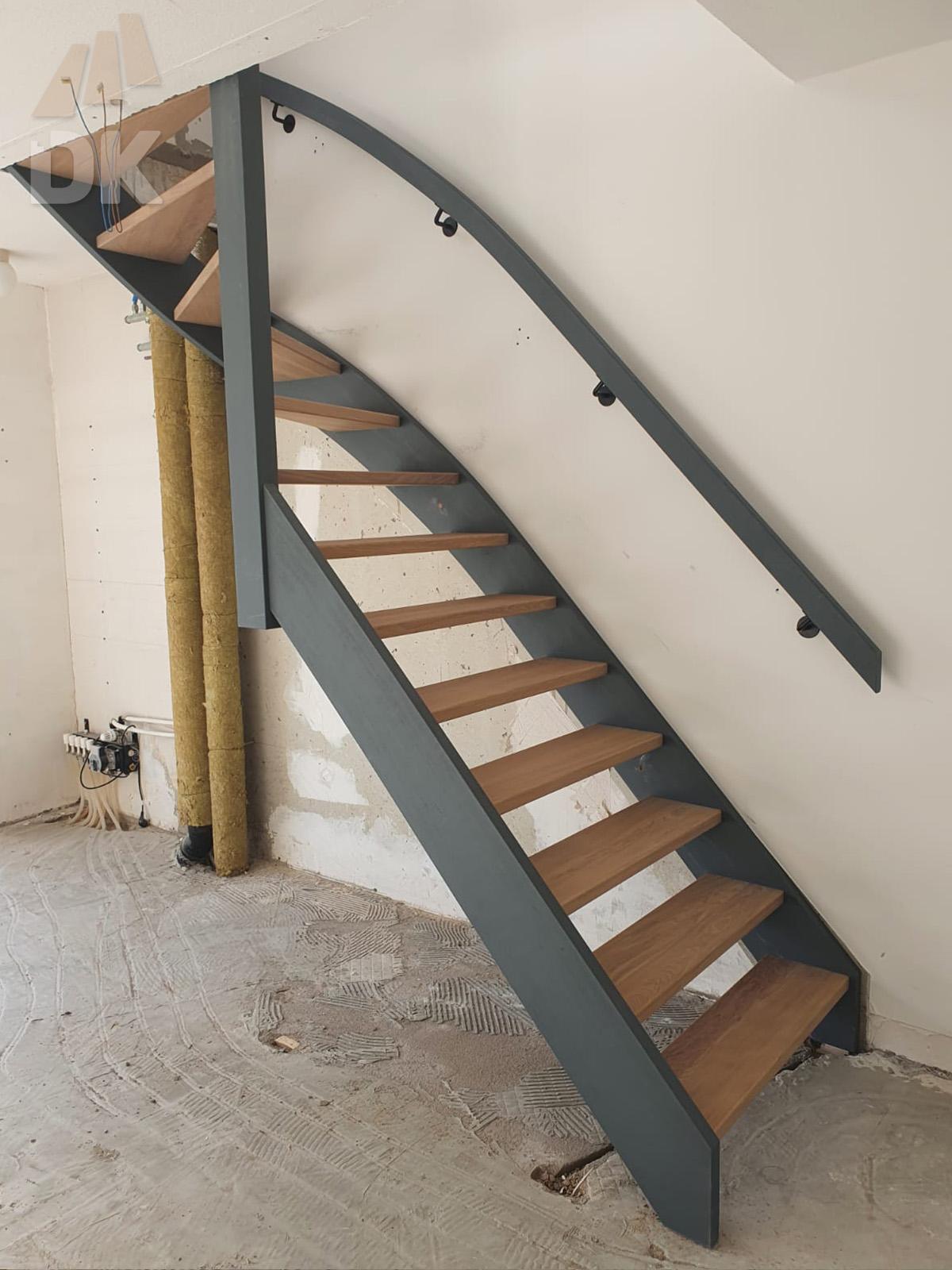 Open hardhouten trap met bovenkwart - Foto 6