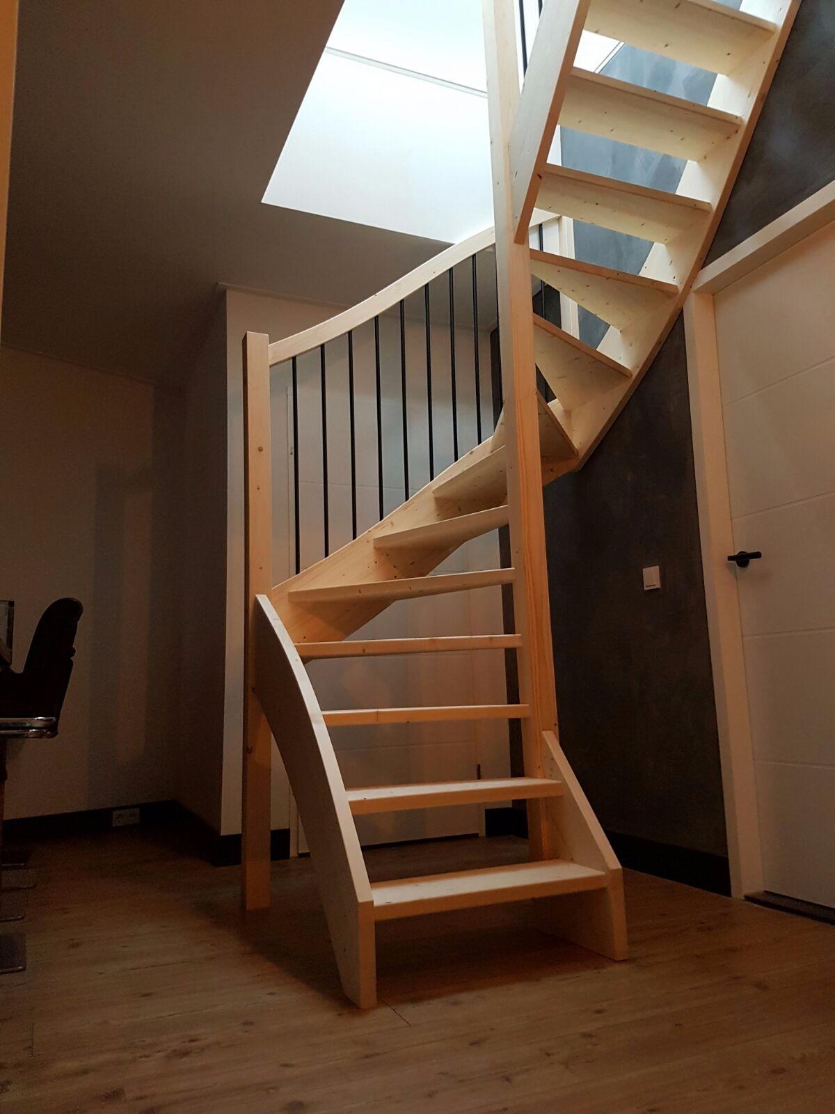 Onze trappenfabriek trap kiezen vuren of hardhout for Vurenhouten trap