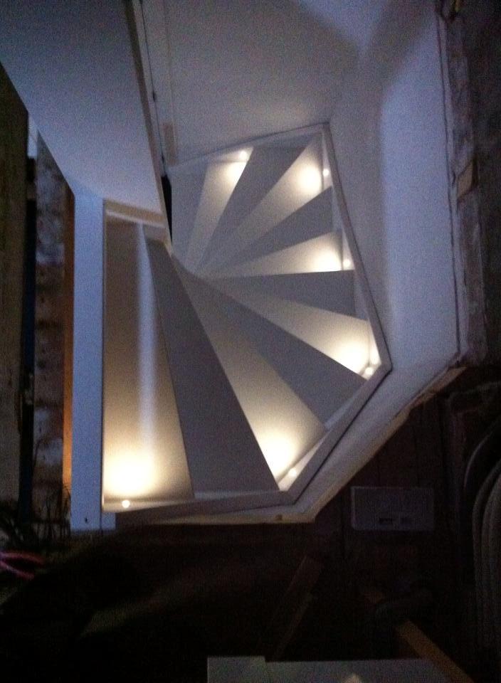 Nieuwe trap laten plaatsen cool eiken trap with nieuwe for Hoeveel kost een nieuwe trap