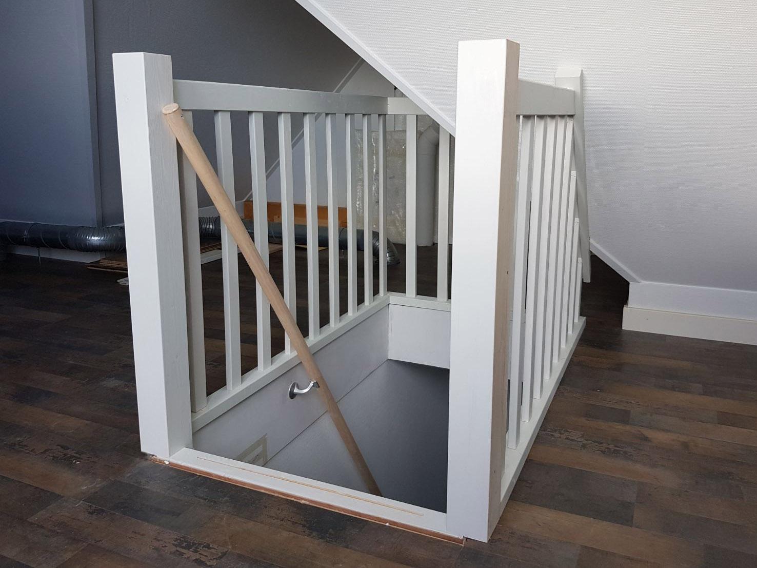 Kosten trap plaatsen naar zolder for Houten trap plaatsen