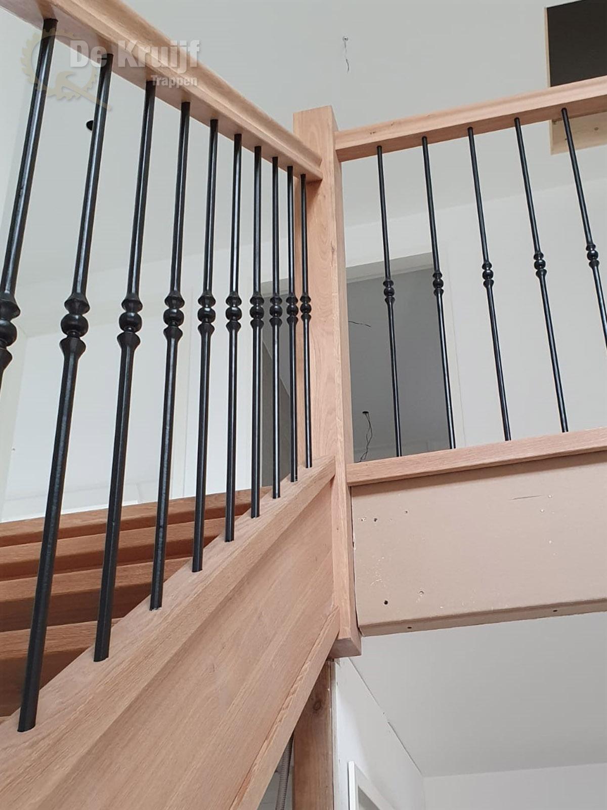Eiken open trap smeedijzeren spijlen - Foto 4