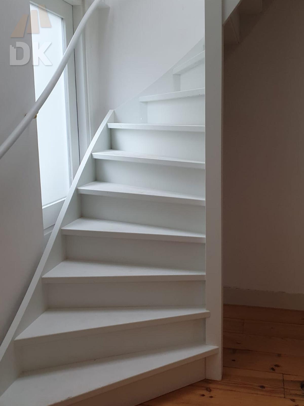 Stalen trap vervangen door houten trap - Foto 5