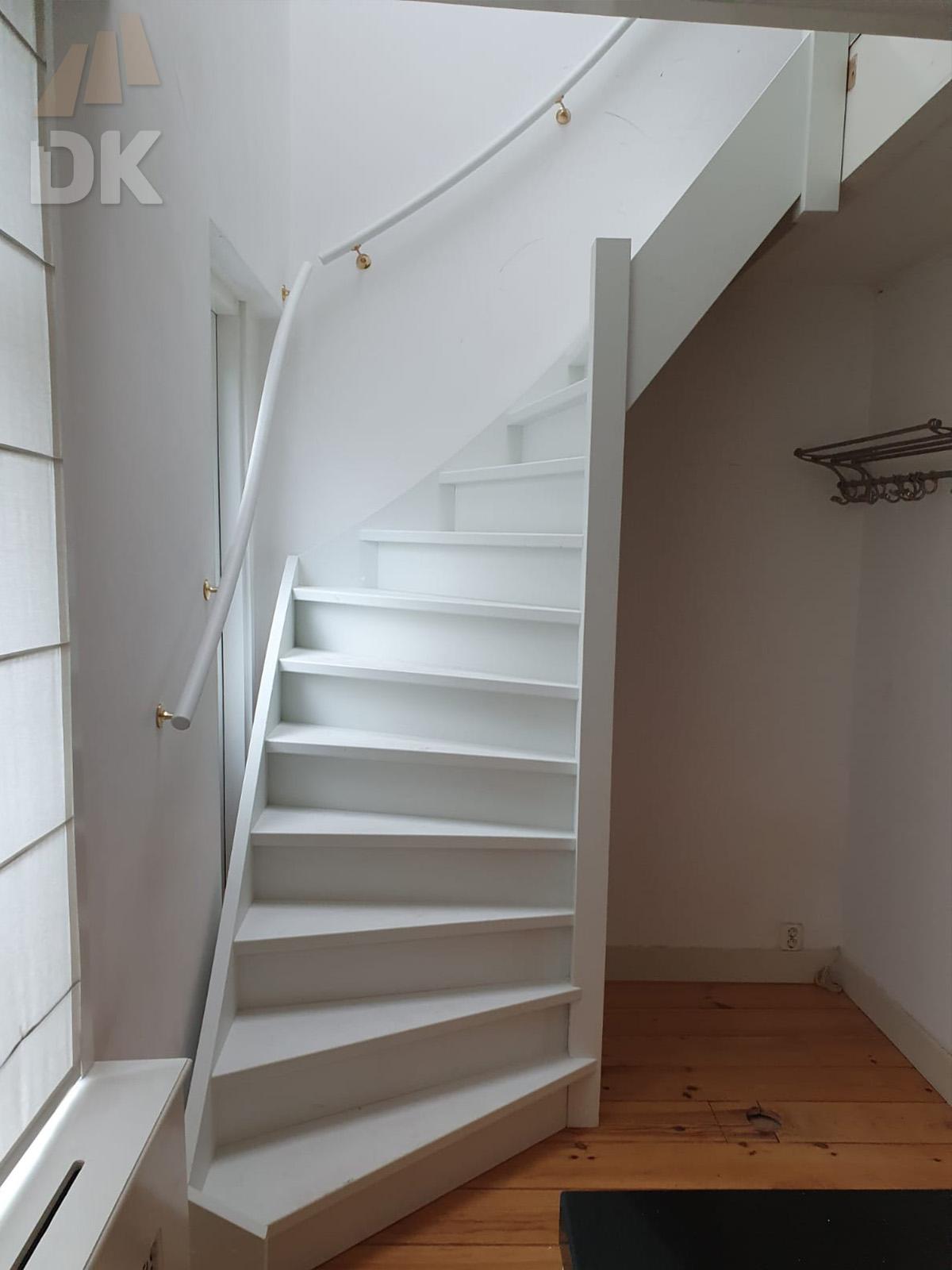 Stalen trap vervangen door houten trap - Foto 3