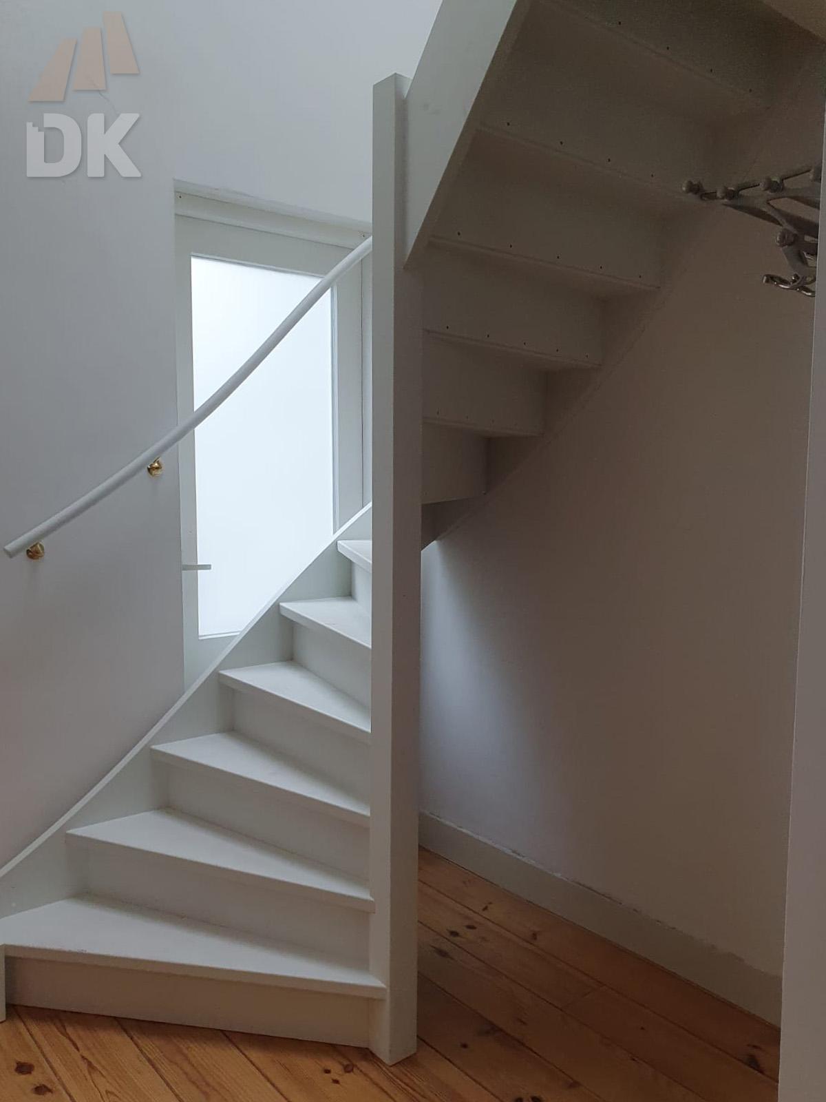 Stalen trap vervangen door houten trap - Foto 4