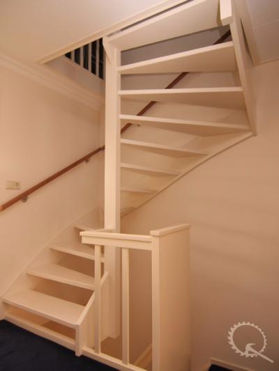 Soorten houten trappen trap in beeld foto 39 s en for 2 kwart trap