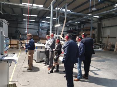 Bedrijfsbezoek Rabobank aan onze trappenfabriek - Foto 2