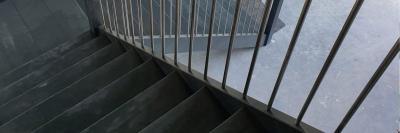Uw trap in grijze grondverf