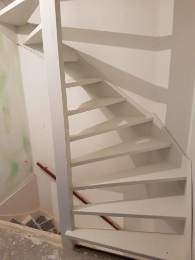 Soorten houten trappen type trappen open trap for Trap plaatsen naar zolder
