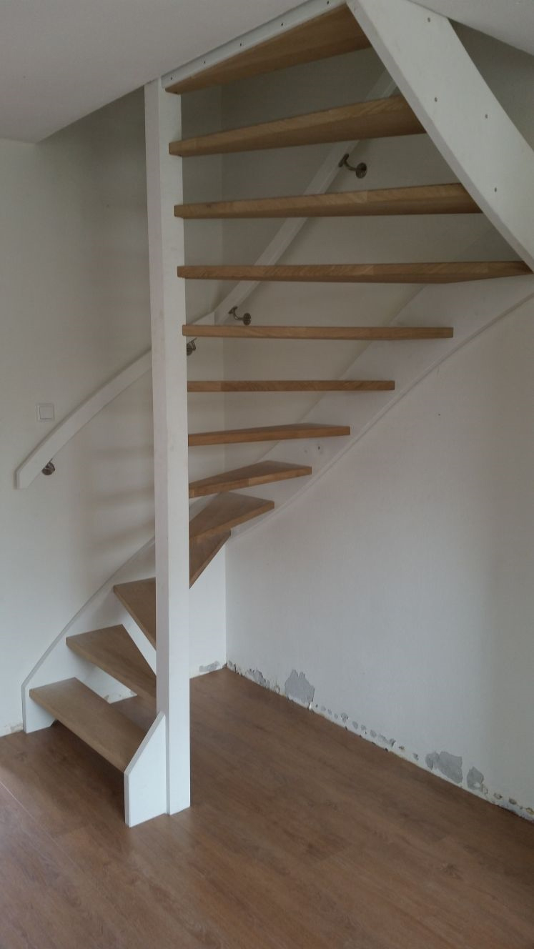 Stalen trappen vervangen voor houten trappen - Foto 5