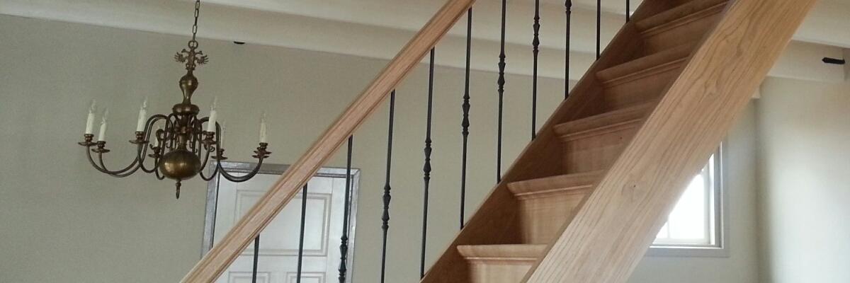 Onze trappenfabriek trap renoveren of een nieuwe houten for Renovatie houten trap