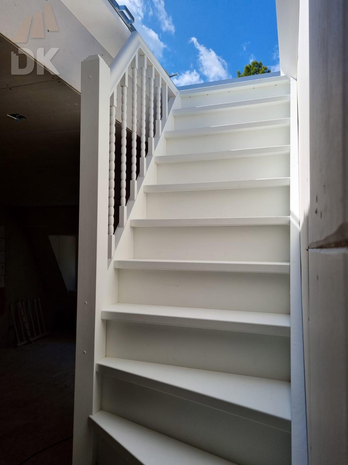 Dichte trap naar zolder en dakterras - Foto 9