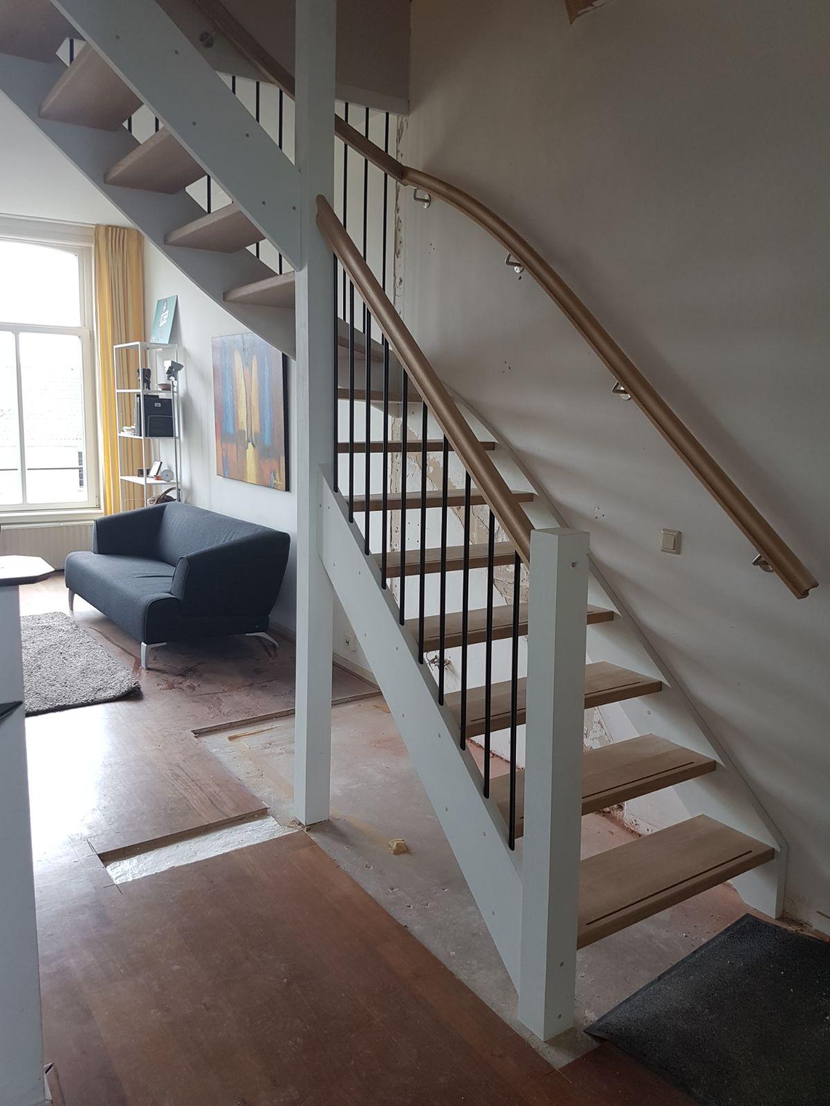 Latest open eiken trap met hek with trapkast maken onder for Dichte trap maken
