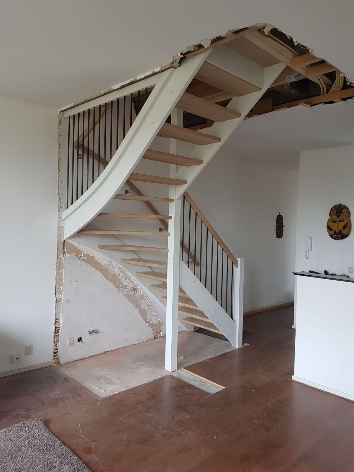 Open eiken trap, met hek - Foto 5