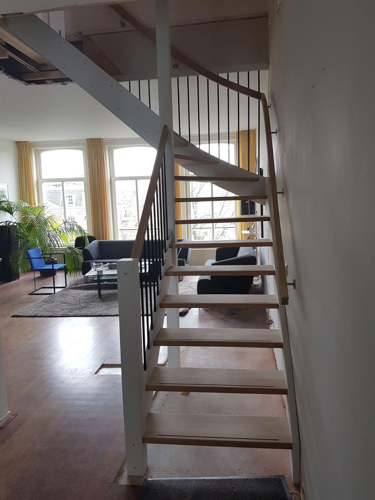 Open eiken trap, met hek - Foto 7