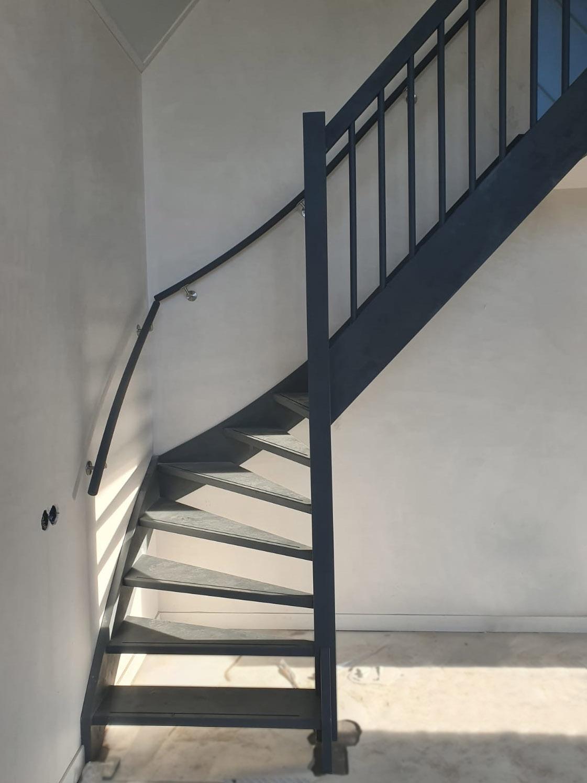 Vuren trap, grijs gegrond - Foto 1