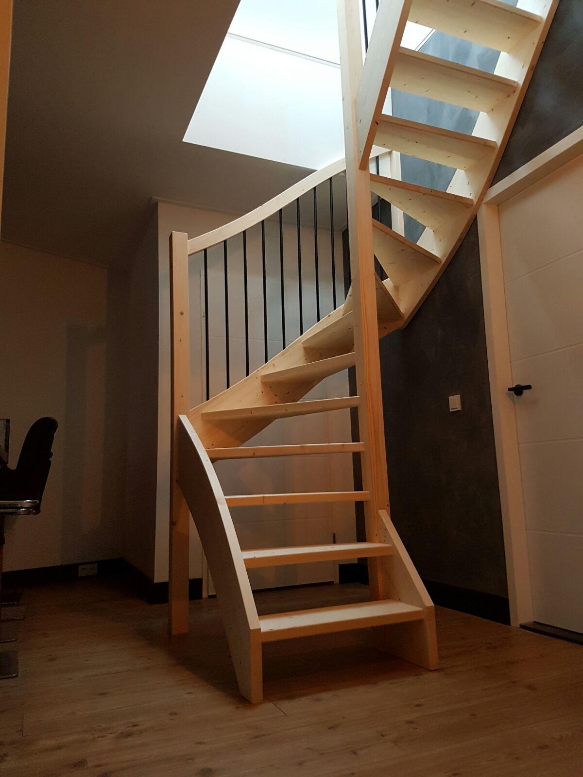 Onze trappenfabriek onze meest verkochte houten trap for Trap hout wit