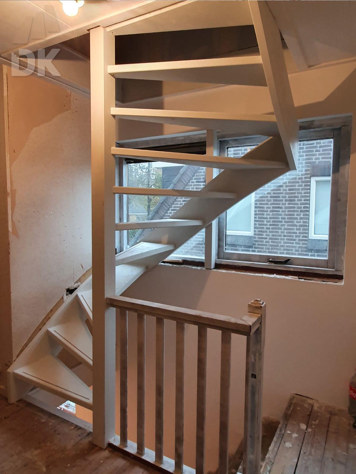 Zoldertrap met balustrade - Foto 1