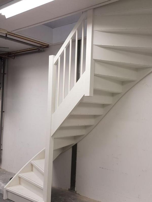 Houten trap bedrijfspand - Foto 2