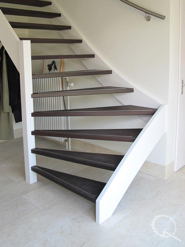 Onze trappenfabriek houten trappen trappenspecialist for Trap in woonkamer